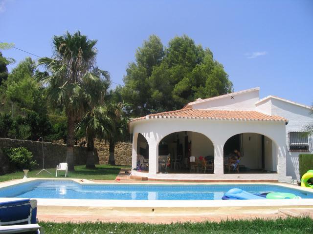 Nice 3 bedroom villa w pool in Oliva