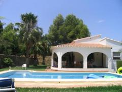 Nice 3 bedroom villa w pool in Oliva