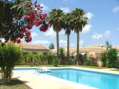 2 bedroom Bungalow with garden solarium and communial pool