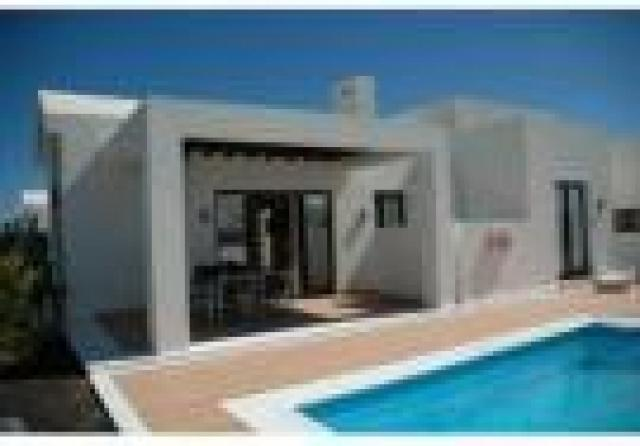 2 bedroom semi-detached bungalow for sale Spain - Canary Islands, Lanzarote, Playa Blanca