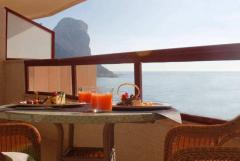 Beachfront two bedroom apartment with sea and mountain views,