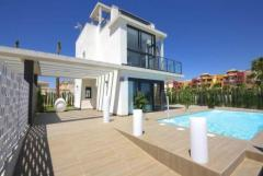 Property in Spain. New villa from builder close to the beach in Torrevieja