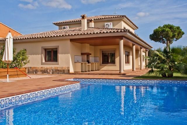 Beautiful villa for rent in Costa Brava