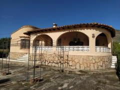 Finca walking distance from Jalon valley, Costa Blanca with a lot of potential