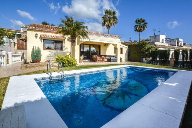Excellent family - villa in Elviria - Marbella