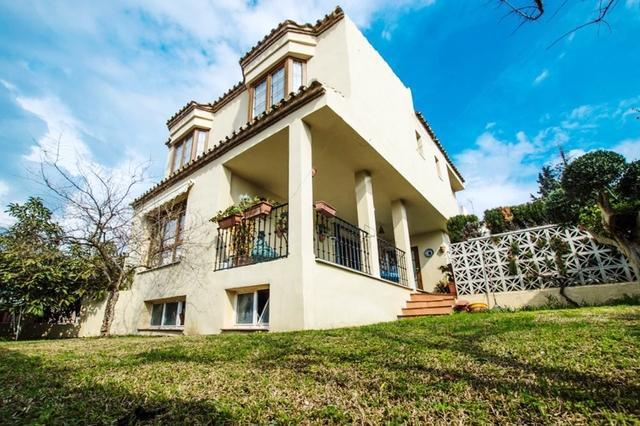 This is a must see property great value for money in Nueva Andalucia - Marbella