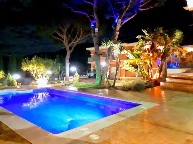 Beautiful private villa with pool and garden 2500m2 at Málaga Alhaurin de la torre