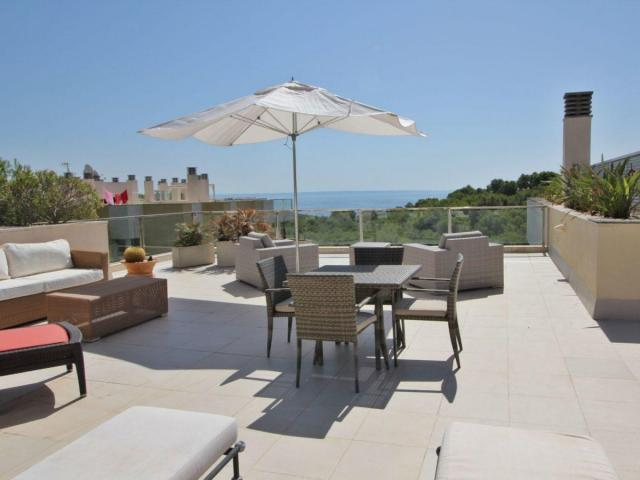 PENTHOUSE WITH PRIVATE ROOFTOP IN SOL DE MALLORCA 795,000€