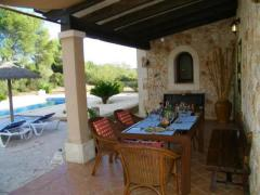 VILLA WITH AUTHENTIC CHARM & MOUNTAIN VIEWS NEAR FELANITX 909,091€