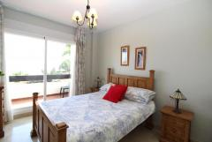 Apartment with beautiful sea views for sale in Calahonda