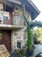 Semi-detached , partially renovated cottage, with garden and bodegas