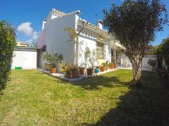 3 bed semi-detached villa with private garden