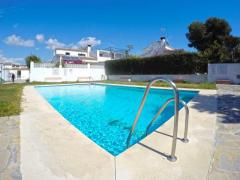 3 bed semi-detached villa with private garden