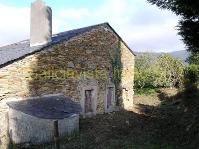 21006ORT: Traditional stone house near Ortigueira and the beach