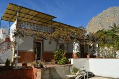 Large house in the attractive village of El Corro  but needs some modernization !!
