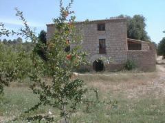 Finca with beautiful farmhouse bathed by the river Matarraña